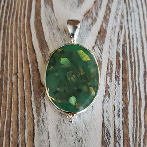 Jewelry - Silver tone jade colored pendant